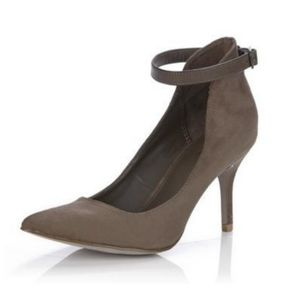 MIA Baileyy Ankle Strap Pointed Toe Heels, Sz 7.5